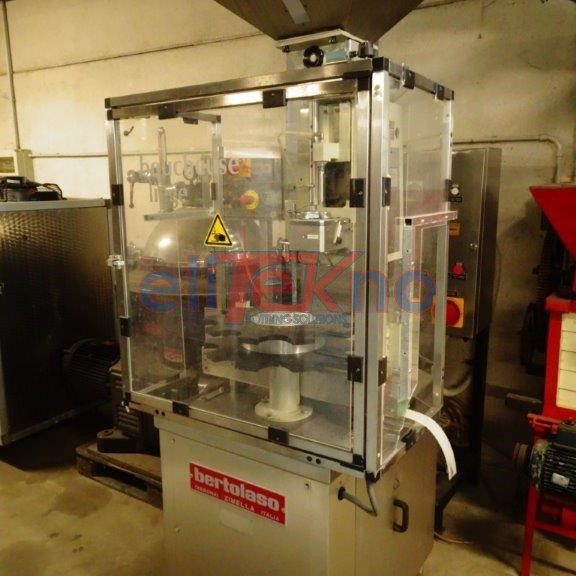 USED CORKER BERTOLASO SUPER GLORIA 110 FOR NATURAL STRAIGHT CORK - ELITEKNO BOTTLING SOLUTIONS
